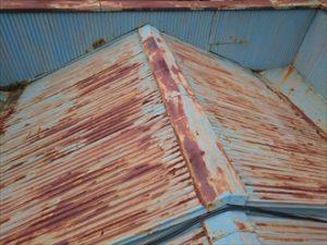 錆付いたトタン屋根